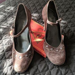 Arturo Chiang brown Suede Heels